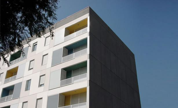 Social Housing at Bes�s, Barcelona